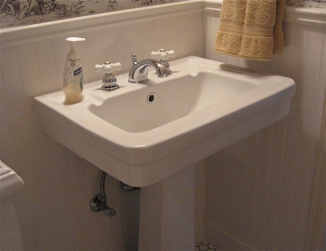 Vintage Style Powder Room Pedestal Sinktraditional Bathroom Portland