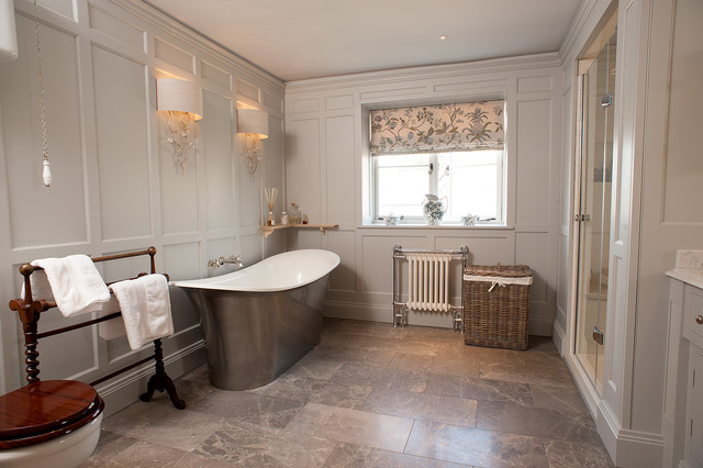 wall panelled bathroom classique salle de bain gloucestershire par trefurn. Black Bedroom Furniture Sets. Home Design Ideas