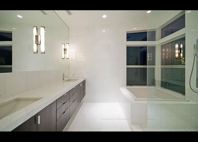 Wedgewood Residence modern-bathroom