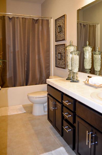 High flying bachelor pad contemporary bathroom for Bachelor bathroom ideas
