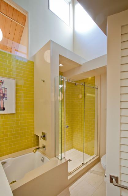 West Hill's 70's Revival midcentury-bathroom