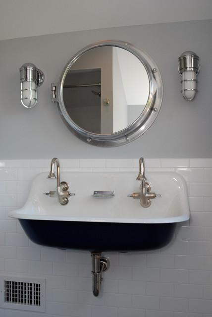 Center Hall Colonial Traditional Bathroom new york  : traditional bathroom from www.houzz.com size 428 x 640 jpeg 43kB
