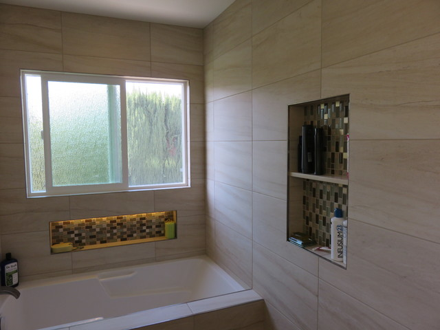 Photo Of A Medium Sized Traditional Ensuite Bathroom In Orange County With Submerged Sink