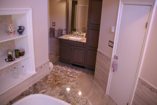 What's New in Old Westbury traditional-bathroom