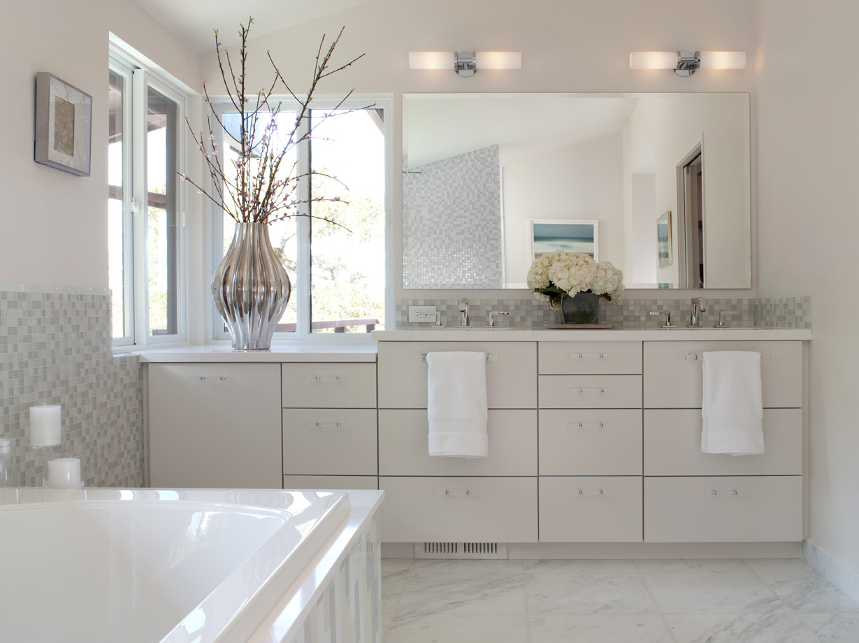 White Contemporary Bath