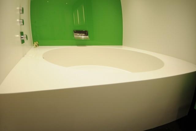 White Corian Bath And Wall Panels