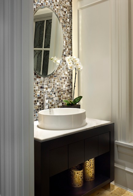 White House traditional-bathroom
