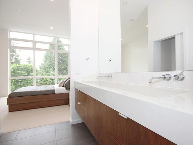 White Rock House Ii Modern Bathroom