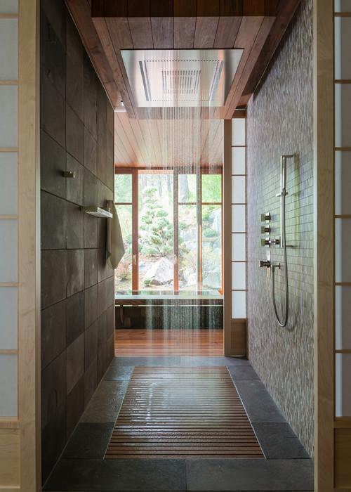 современная ванная комната с душем с потолками светло коричневый