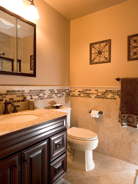 Traditional small bathroom bathroom design ideas pictures for Bathroom n toilet design