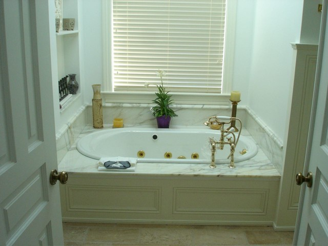 Wicker Park Townhomes traditional-bathroom