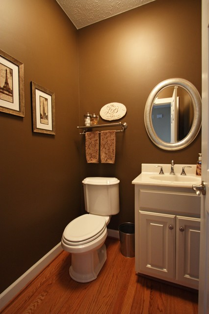 Modern Colonial Bathrooms: Williamsburg Colonial