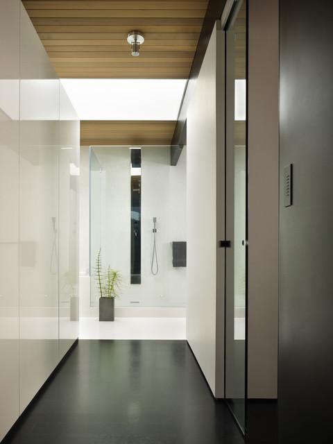 wood block residence modern-bathroom