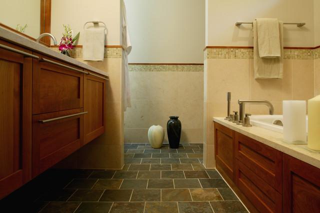 wood house modern-bathroom