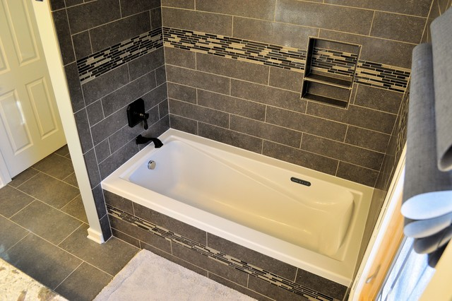Wood residence bath remodel modern bathroom chicago for Bathroom remodeling stores chicago