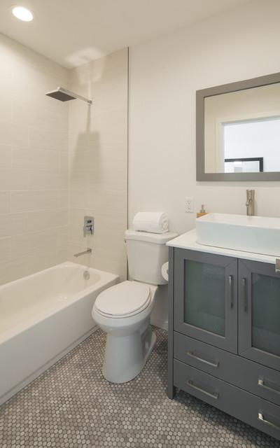 Trendy bathroom photo in Los Angeles