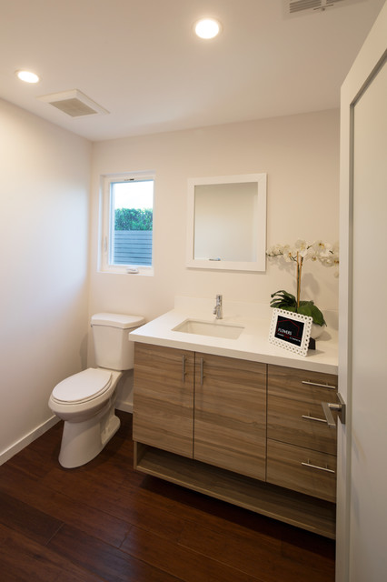 Example of a trendy bathroom design in Los Angeles