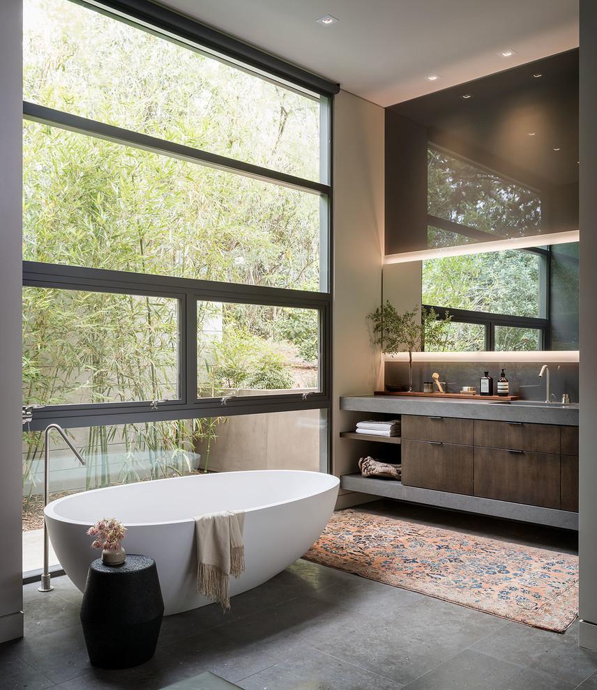 Example of a mid-century modern bathroom design in Orange County