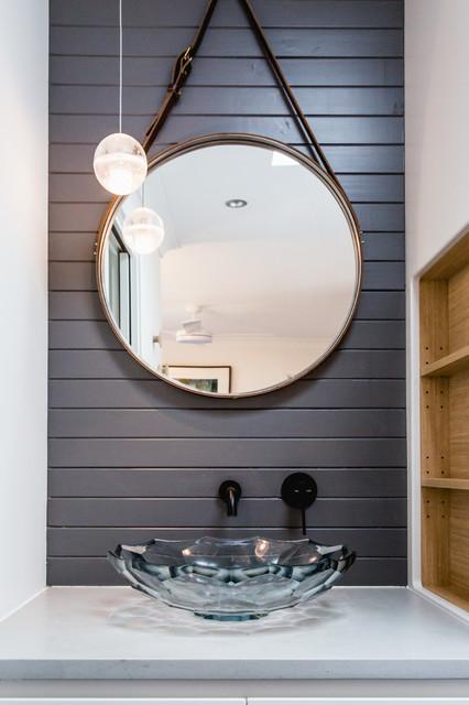 Foto di una stanza da bagno design con lavabo a bacinella