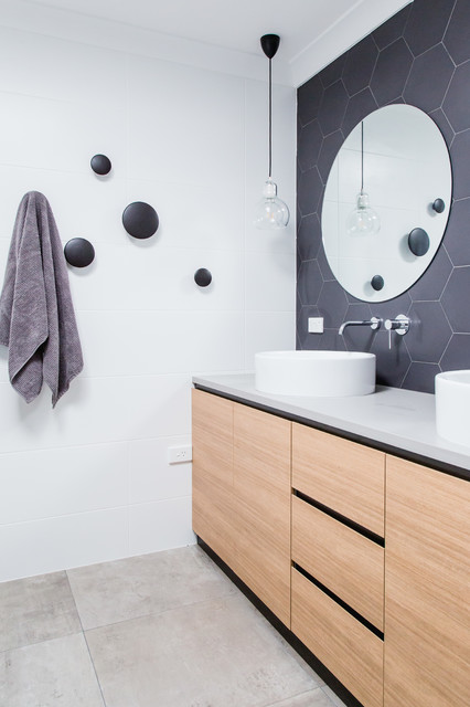 Example of a trendy bathroom design in Canberra - Queanbeyan with a vessel sink