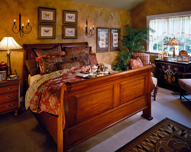 1999 Showcase traditional-bedroom