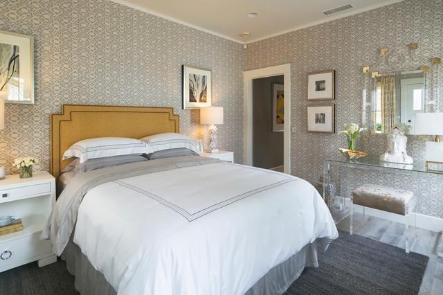 Bedroom - transitional bedroom idea in Los Angeles