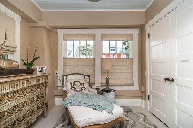 Example of a classic bedroom design in Tampa
