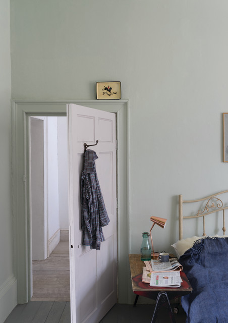 A bedroom painted in Cromarty No.285 by Farrow & Ball ...