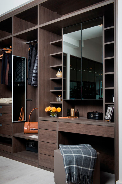 Anthracite Walk-in Dressing Room with built in Dressing ...