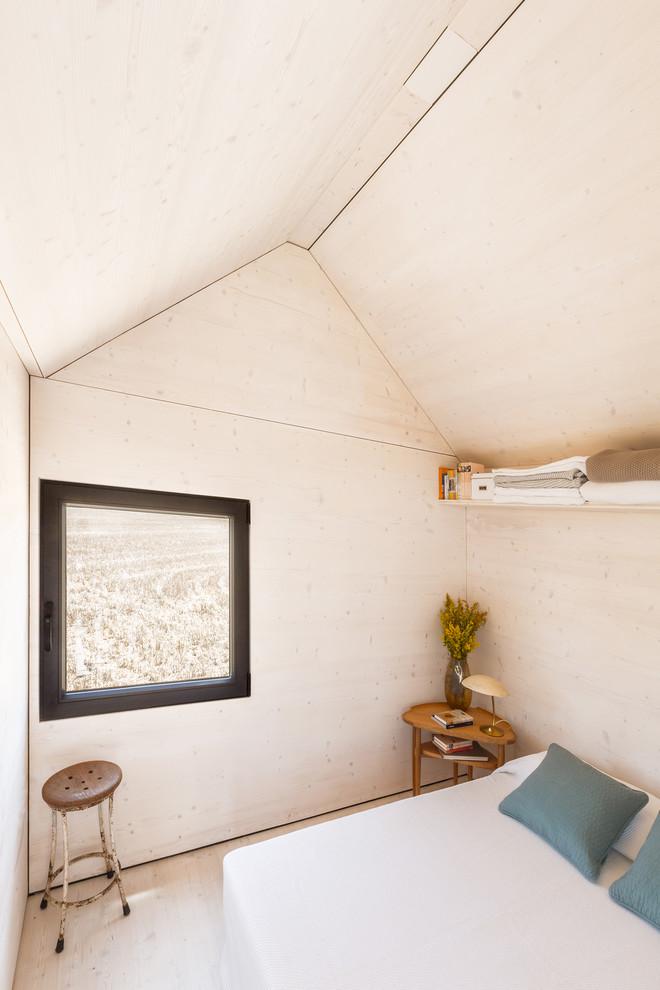 Minimalist bedroom photo in Madrid