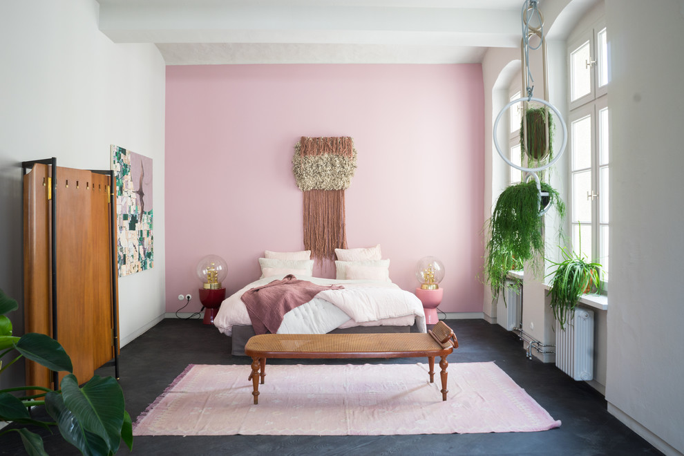 Bedroom - scandinavian black floor bedroom idea in Berlin with pink walls