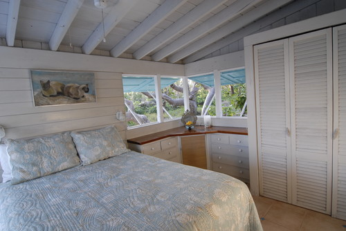 Tropical bedroom in Bahamas