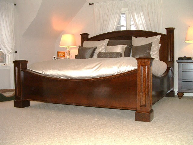 Baron Bed   King Size Traditional Dining Room