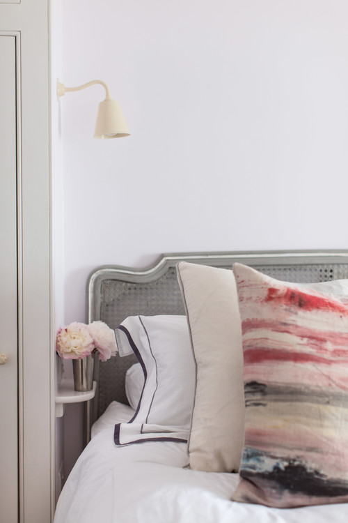 Etonnant How To Fit A Bedside Shelf Into Small Bedrooms