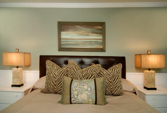 Beachside Condo beach-style-bedroom