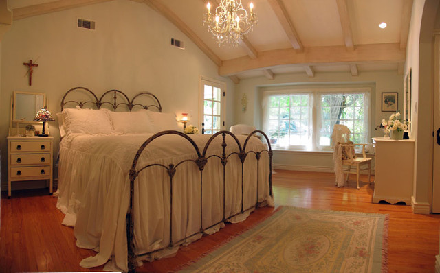 Beadboard Cottage Master Bedroom Remodel Un Shabby Chic Traditional Bedroom Los Angeles