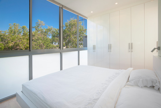 Bedroom modern bedroom other by elad gonen for Affordable kitchens cape town