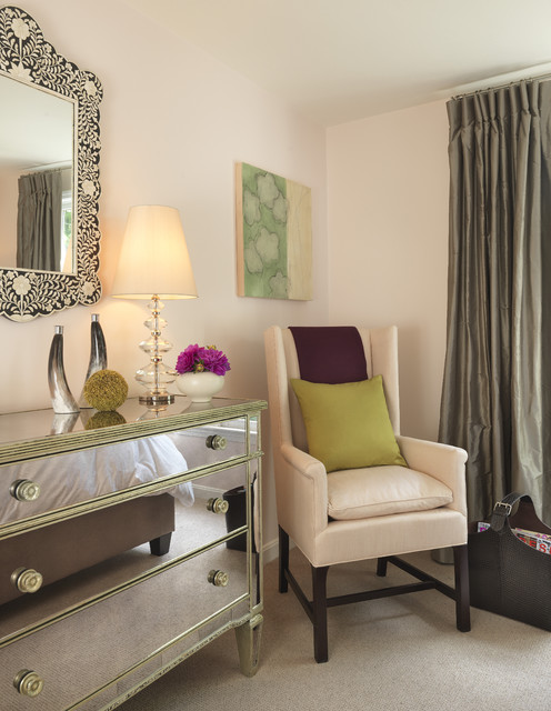 Inspiration for a timeless carpeted bedroom remodel in Boston with pink walls and no fireplace