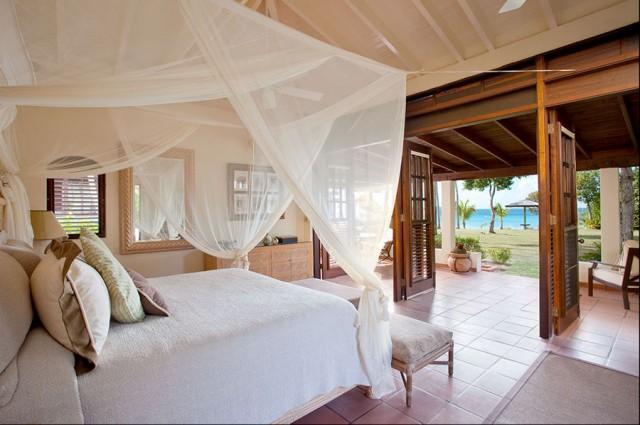 Merveilleux Bedroom   Tropical Bedroom Idea In Portland