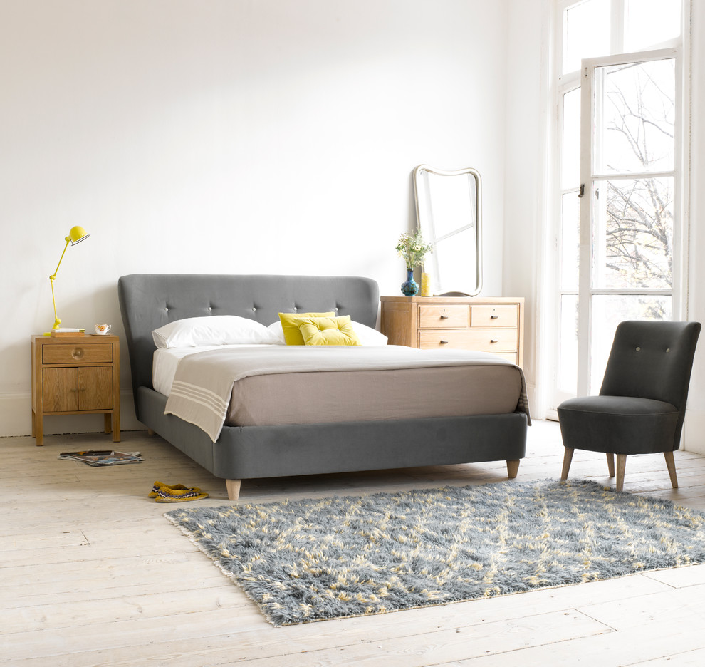 Example of a bedroom design in London