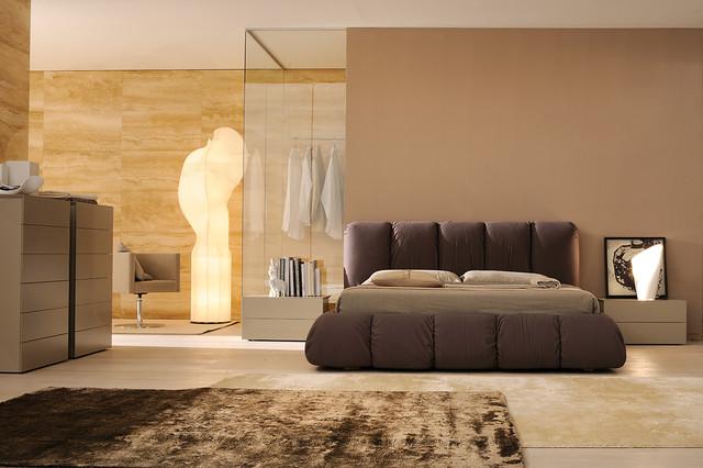 Bedrooms sma mobili contemporaneo camera da letto for 5 piani di camera da letto 4 bagni