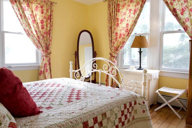 Bedrooom traditional-bedroom