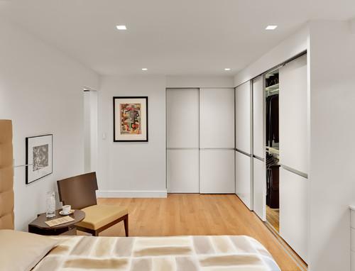 & re closet doors- 3 tracks/interlocking could u explain door source