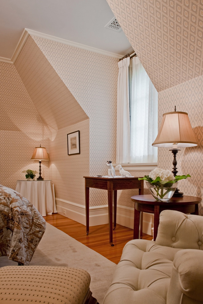 Example of a classic bedroom design in Boston