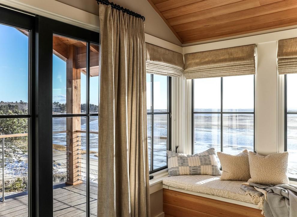 Esempio di una camera matrimoniale moderna di medie dimensioni con pareti bianche, pavimento in legno massello medio e pavimento marrone