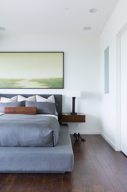 Bond at the Beach contemporary-bedroom