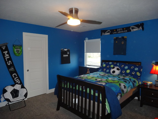 Boys blue modern soccer bedroom modern bedroom omaha for Boys football bedroom ideas