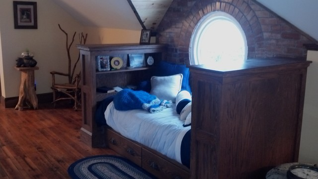 Braddock Point Lighthouse traditional-bedroom
