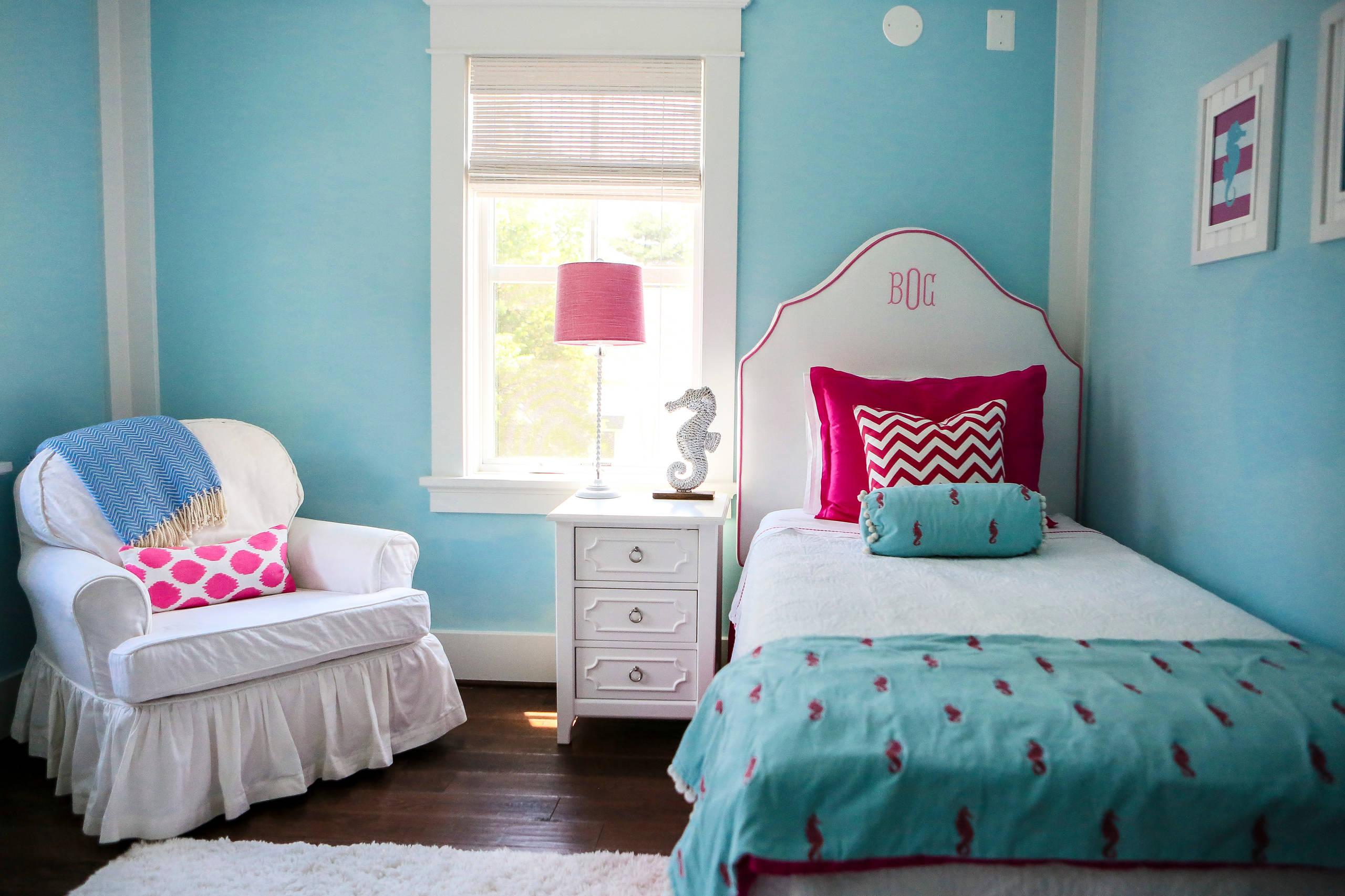 Bright & Cheerful Girls Bedroom