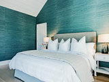 5 Fab Colors for a Dramatic Yet Inviting Guest Room (10 photos)